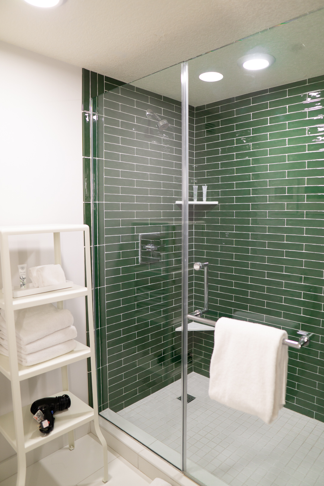 Park MGM Two Queens Shower