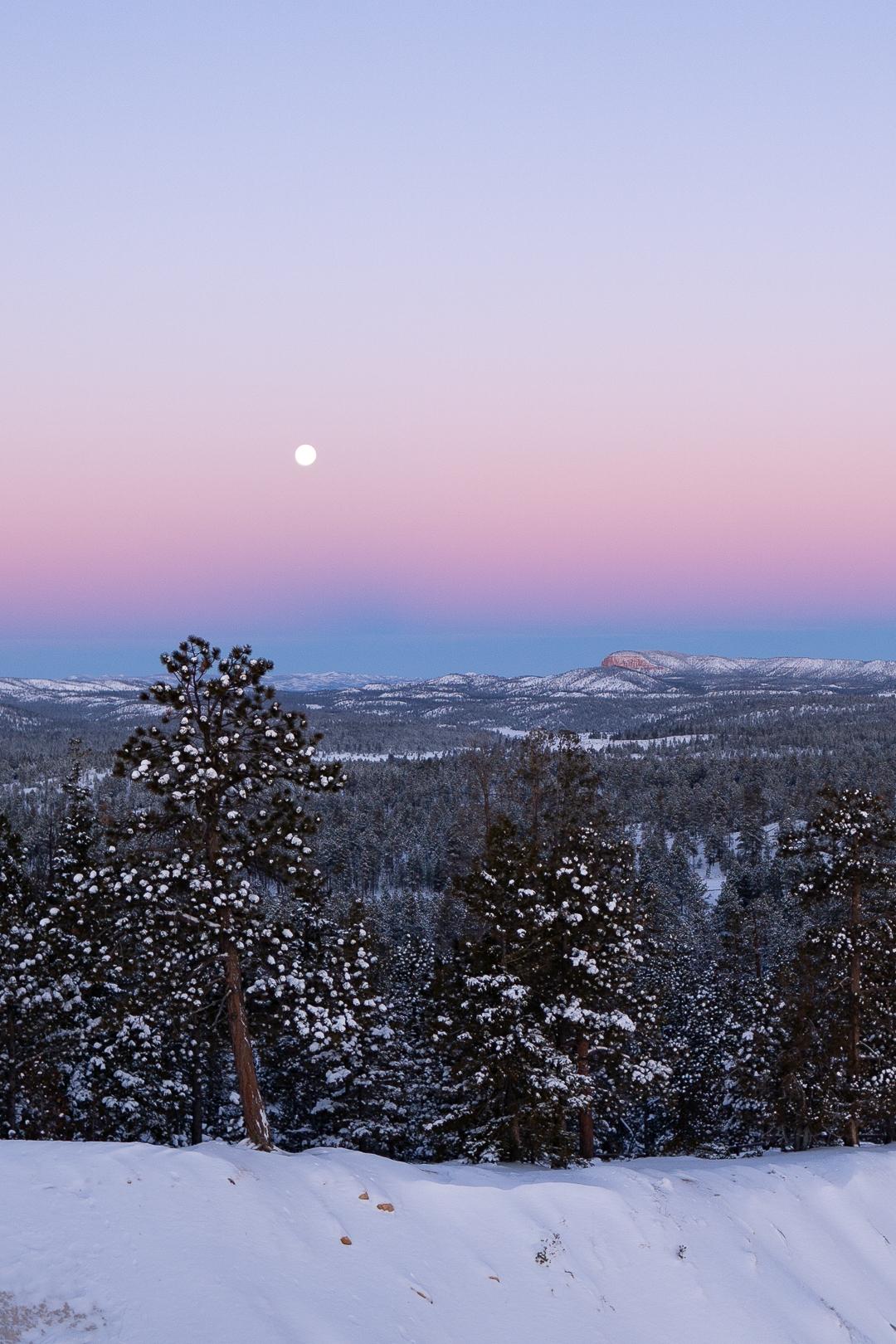 Full moon on left side of Upper Inspiration Point