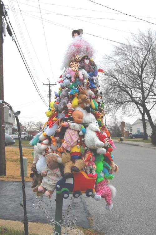Αποτέλεσμα εικόνας για ugly christmas trees public