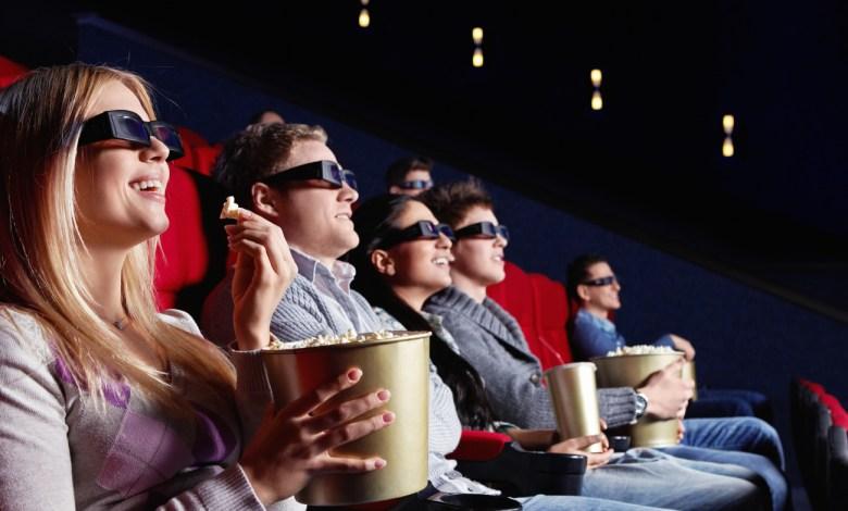 cinema atto sociale andare in gruppo compagnia scegliere film da vedere