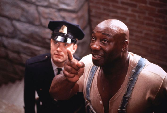 "LAB04:GREEN MILE:LOS ANGELES,CALIFORNIA,12DEC99 - UNDATED PUBLICITY PHOTO - Actor Tom Hanks portrays death row prison guard Paul Edgecomb,with prisoner John Coffey,played by Michael Clarke Duncan (R),in a scene from the new drama film ""The Green Mile."" The film,from a Stephen King novel,opened December 10 in the United States. fsp/Photo by Ralph Nelson-Castle Rock Entertainment REUTERS"