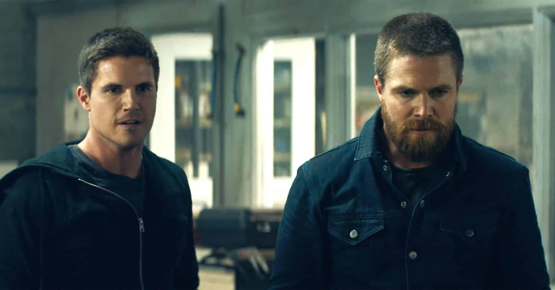 Robbie Amell e Stephen Amell (Code 8)