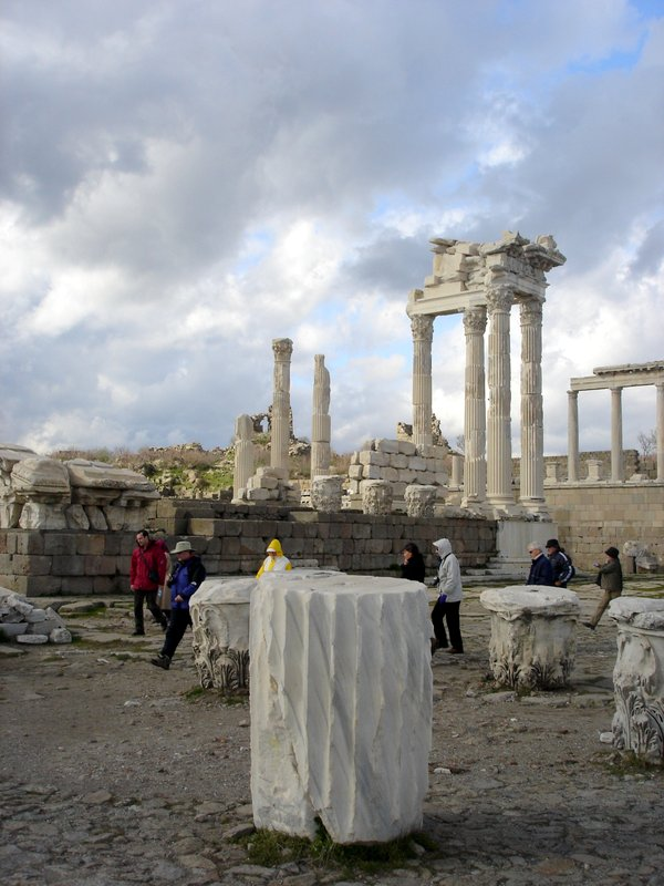pergamon-ruins-turkey-2
