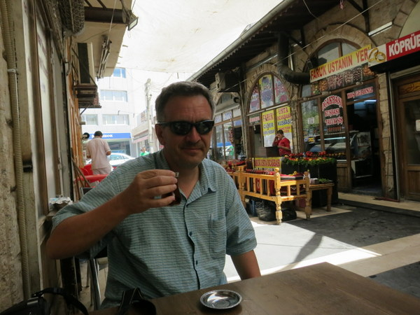 Turkish-tea-in-the-alley