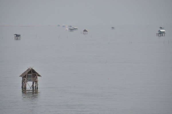 fishing-shacks-bay-of-thailand