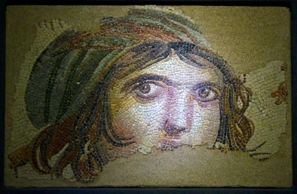 gaziantep-zeugma-gypsy-girl-mosaic