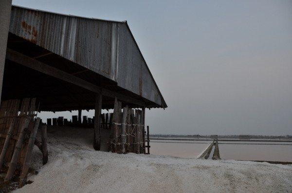 salt-pans-petchaburi-thailand-005