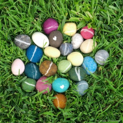Tutorail : Felted Pebbles : The Magic Onions : www.theMagicOnions.com