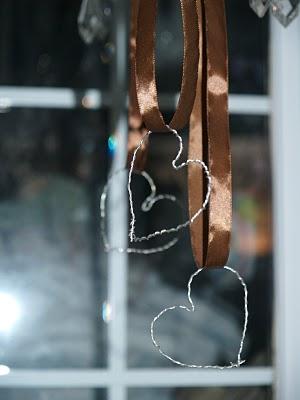 Wire Heart Ornaments : tutorial : www.theMagicOnions.com