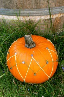 yarn decorated Halloween Pumpkin