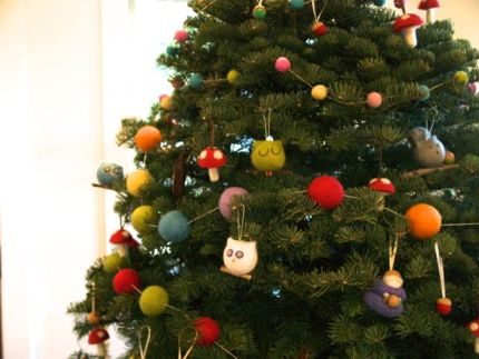 Needle Felted Christmas Tree : www.theMagicOnions.com