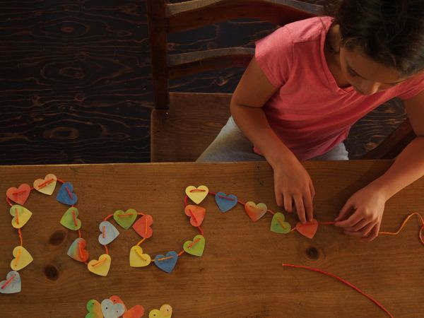Pretty Heart Garland for Valentine's Day : www.theMagicOnions.com