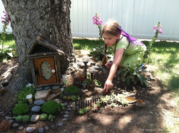 Kid Friendly Tree Trunk Fairy Garden : Finalist in 2014 Fairy Garden Contest : www.theMagicOnions.com