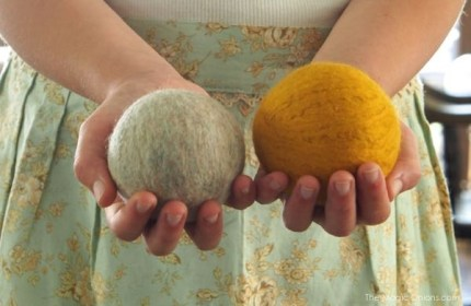 Tutorial : Wool Dryer Balls : www.theMagicOnions.com
