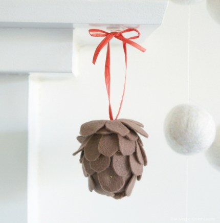 Felt Pine Cone Christmas Tree DIY Tutorial : www.theMagicOnions.com