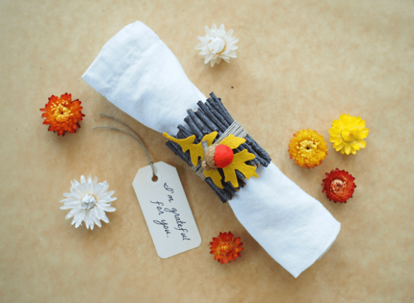 DIY Nature Napkin Ring Tutorial : www.theMagicOnions.com