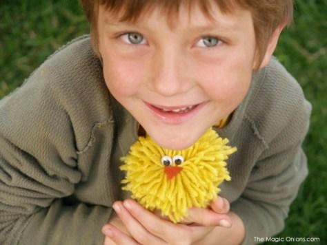 Yarn Chick Pom Pom Craft for Kids :: www.theMagicOnions.com