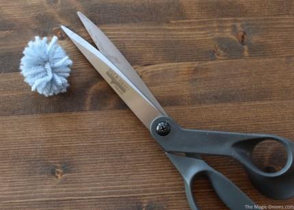 DIY Pom Pom Blue Birds for Spring and Easter Crafting :: www.theMagicOnions.com