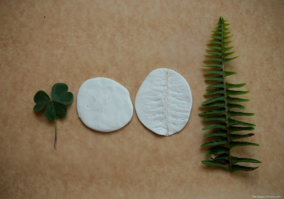 Leaf Mobile :: Earth Day DIY Activity :: Tutorial :: www.theMagicOnions.com