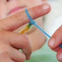 Finger Knitting For Kids :: An Easy DIY Tutorial