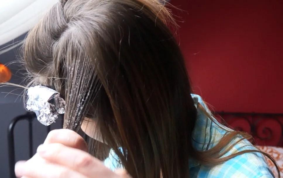 Diy all natural balayage hair highlights step by step the makeup all natural diy balayage for your hair solutioingenieria Images