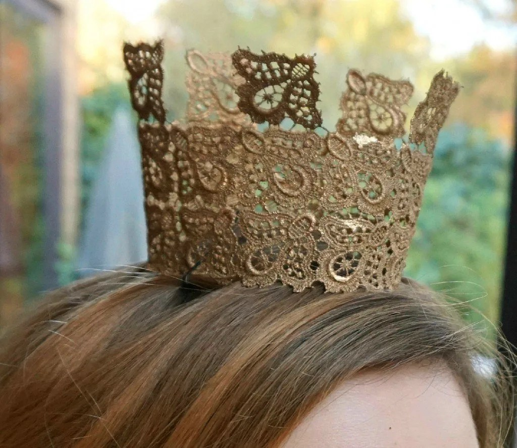 How to make your own easy Gold Lace Crown A DIY by The Makeup Dummy