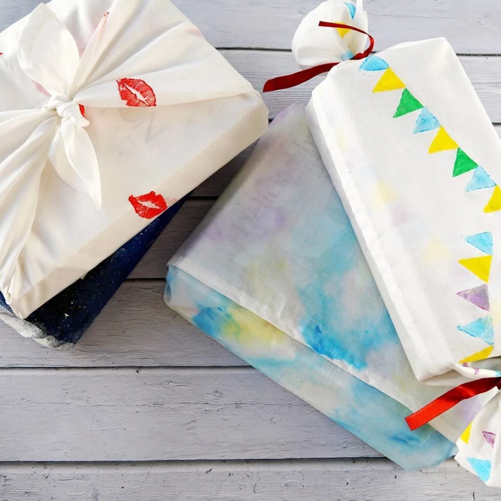 Creative fabric gift wrapping! New diy up ontheblog linkinbio metodayhellip