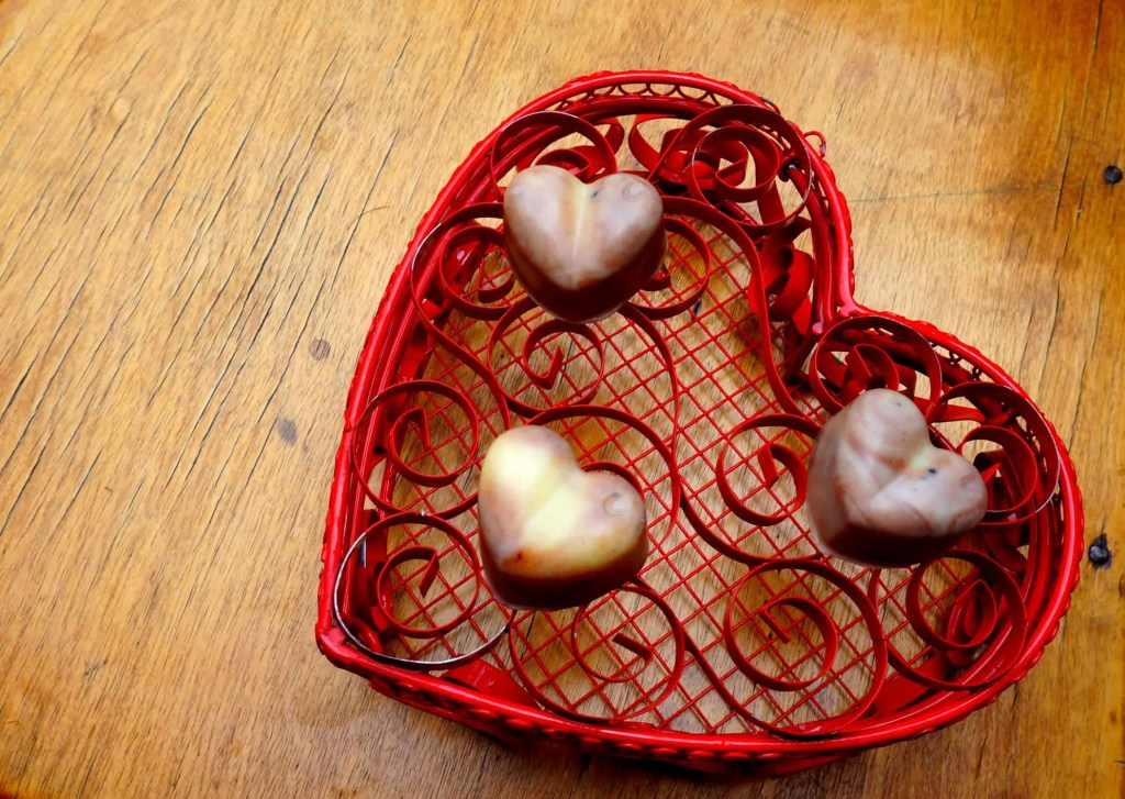 How to make your own chocolate massage bars - the perfect Valentine's Day gift! DIY by The Makeup Dummy