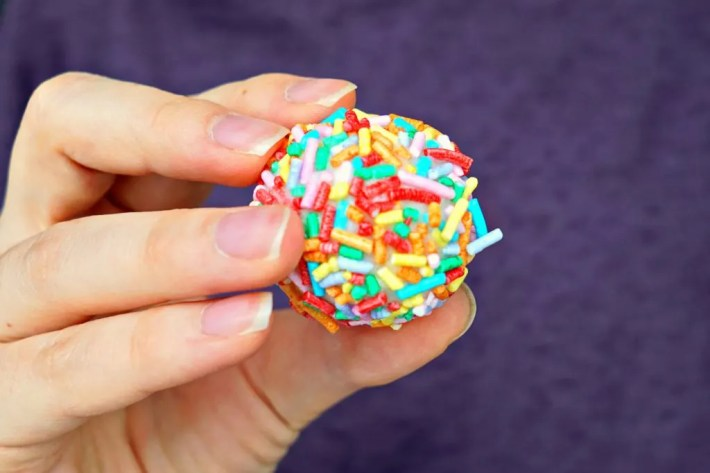 how-to-tutorial-for-diy-bath-bomb-melts-that-smell-like-birthday-cake-recipe-by-the-makeup-dummy