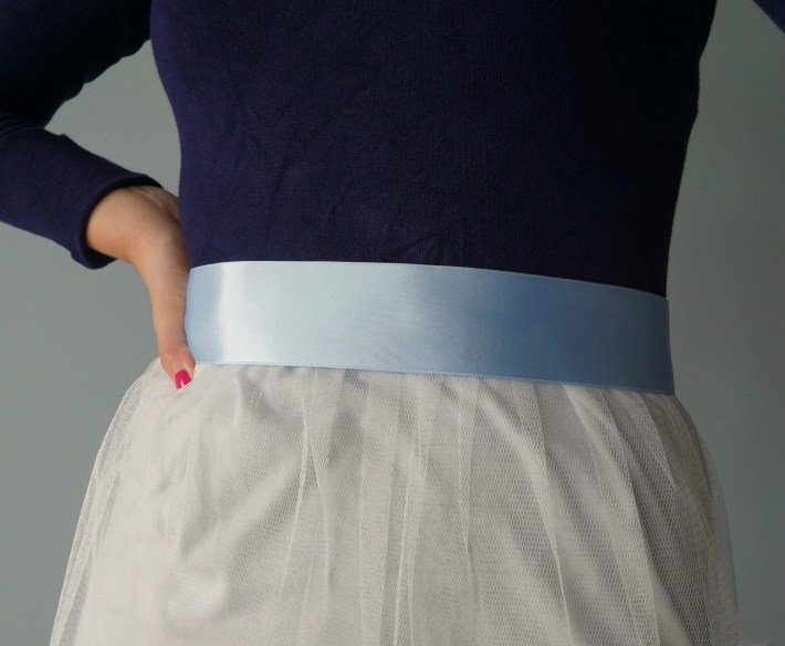 how-to-make-your-own-tulle-skirt-with-no-math-involved-tutorial-by-the-makeup-dummy