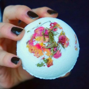 Great gift idea for Christmas! These bath bombs are amazingly beautiful and creepy! How To make your own HIDDEN BLACK BATH BOMBS! Watch them spin! DIY by The Makeup Dummy