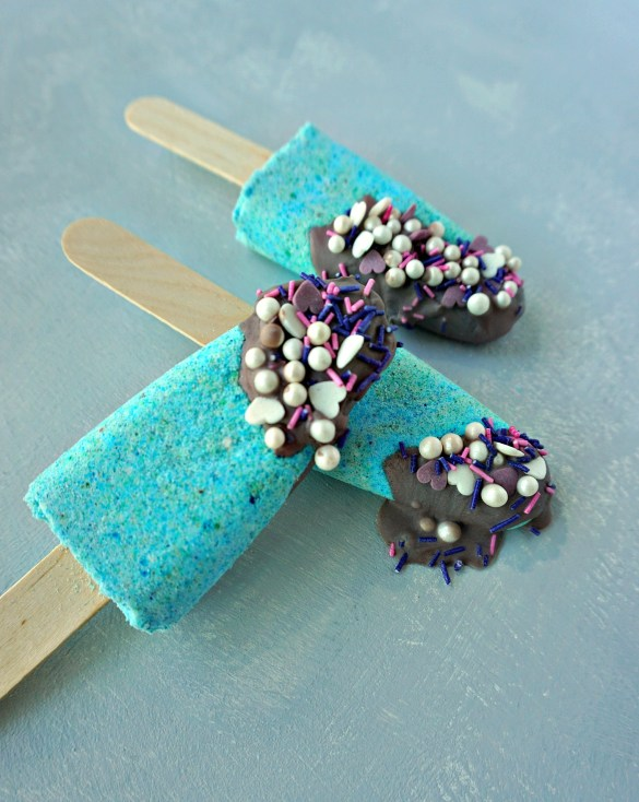 Such a cute idea!! How To mke your own DIY Mermaid Bath Bomb Popsicles. Tutorial by The Makeup Dummy