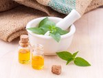 The 10 BEST Essential oils for skincare. Find out what the benefits are and what essential to use for which skin type or skin issue! Post from The Makeup Dummy #diybeauty #naturalbeauty