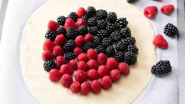 easy rustic mixed berry tart raspberries raspberry blackberries blackberry