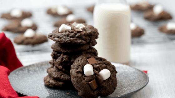 Hot Cocoa Cookies (Hot Chocolate Cookies with Mini Marshmallows) - Mama Needs Cake