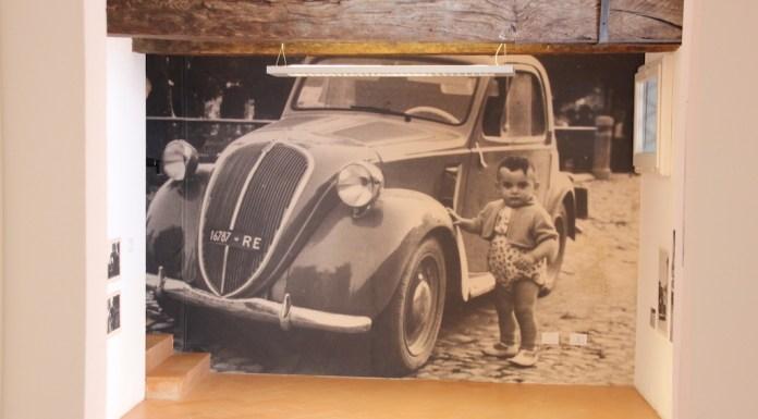 L'altra parte della mostra riguarda da vicino i reggiani. A loro è stato chiesto di rovistare nei bauli, nei cassetti e in mansarda alla ricerca di vecchie fotografie con la Fiat Topolino.
