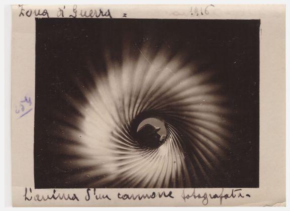 Enrico Barbera. L'anima di un cannone fotografata. 1916