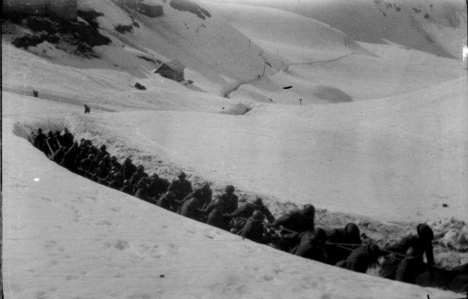 Fabio Bargagli Petrucci, Alpini e artiglieri trainano un'artiglieria, 1918