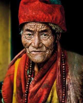 ©Steve McCurry Monk at Jokhang Temple. Lhasa, Tibet, 2000