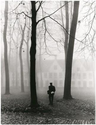 Fulvio Roiter Bruges (Belgio), Il beguinage, 1960 © Fondazione Fulvio Roiter