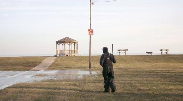 Mari Bastashevski Emergency Managers-State Business Capitolo I Dirigente della Karengnondi Water Authority a una battuta di pesca Detroit, Michigan, USA 2017 © Mari Bastashevski