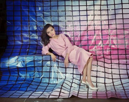 Sarah Cwynar Tracy Grid (Blue to Pink), Serie: Colour Factory, 2017 © Sarah Cwynar