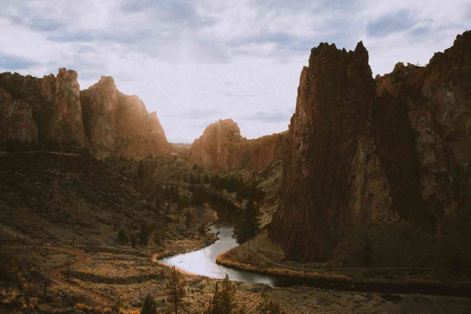 Smith Rock SP At Sunset - Travel Photography Tips