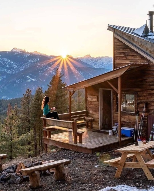 the perfect little mountain cabin