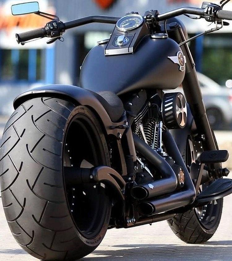 black harley davidson motorcycle