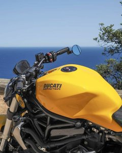 Yellow Monster 821