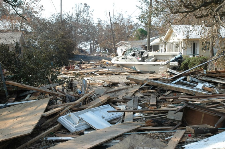 Damage_and_destruction_to_houses_in_Biloxi,_Mississippi_by_hurricane_Katrina_14605