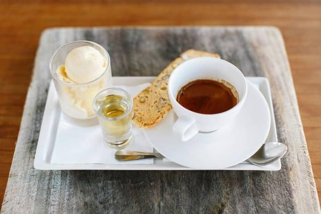 Affogato w housemade vanille bean ice cream biscotti & frangelico