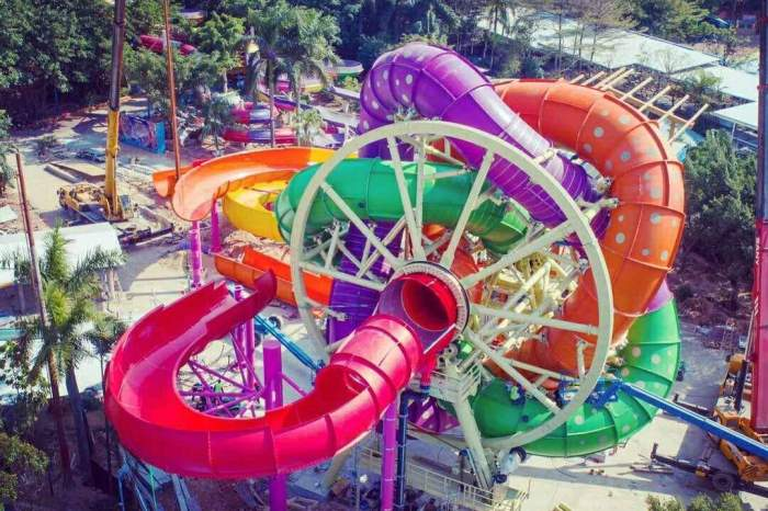 "Ferris-Wheel Water Slide ""SlideWheel"" Honored with 4 Top Awards"