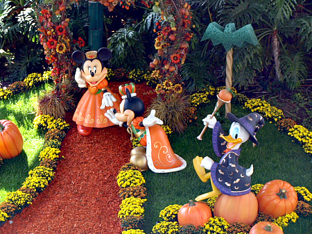 Disney 39 S Haunted At Hong Kong Disneyland Shows Once Again This Year How Can Effectively Accomplish Outside Of Decorations And A